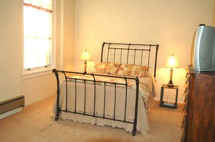105 Main bedroom with queen bed - Gym Club Suites, Bisbee Arizona Hotels